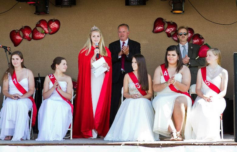 The 2013 queen, Leah LaFreniere announces the new queen, Jasmine Clasing of Southold.