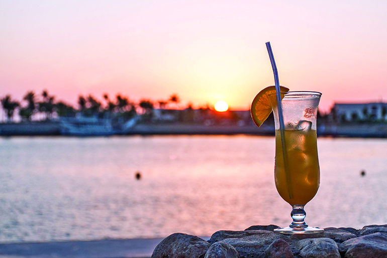 What's better than watching the sun set while sipping a cocktail, Photo: Christoph Lischetzki/123RF