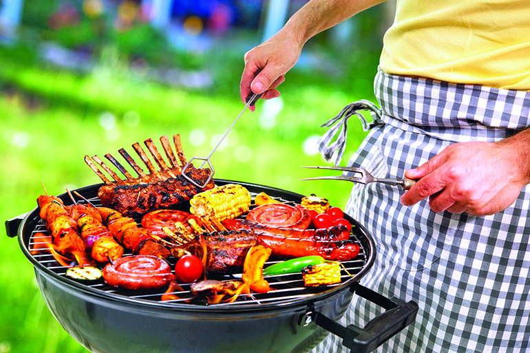 You can't get the full summer experience without a backyard BBQ, Photo: Alexander Raths/123RF