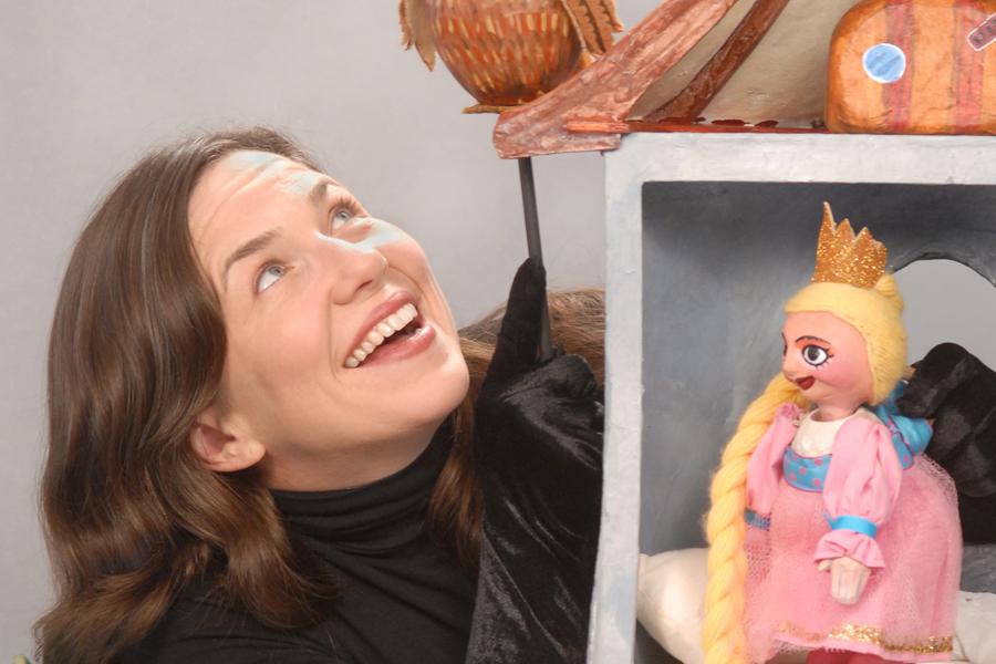 Liz Joyce of Goat on a Boat Puppet Theatre