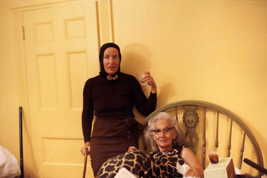 """Edith Bouvier, """"Big Edie"""" and her daughter, Edith Bouvier Beale, aka """"Little Edie,"""" at Grey Gardens"""