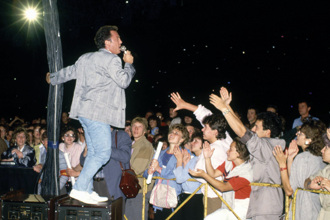 Billy Joel performs in the Soviet Union.