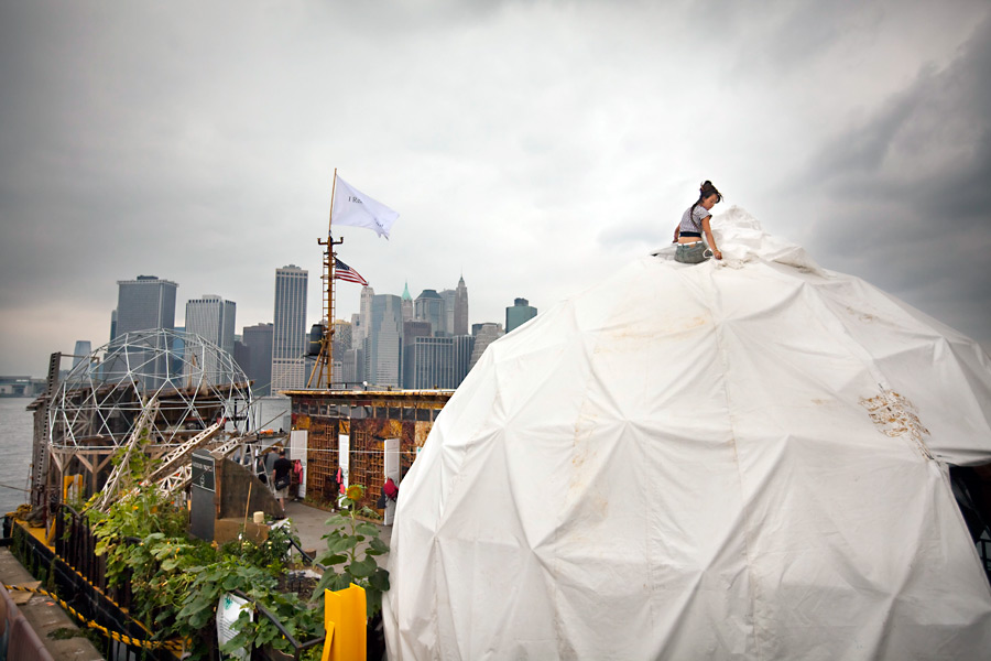 The Waterpod Project at Brooklyn Bridge Park Pier 5, 2009, by artist Mary Mattingly. Photo: Mike Nagle